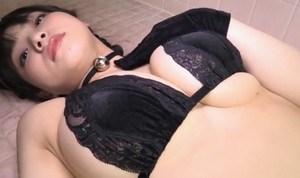 片岡沙耶 ロリ顔巨乳グラドルが猫耳付けて誘惑