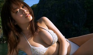 西田麻衣 広大な大自然で爆乳を露わにする