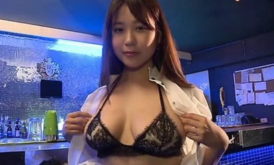 西田麻衣 制服を脱いで自慢のおっぱいを披露しちゃう