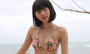 武田玲奈 可愛くてキュートなスレンダーボディのビキニショット